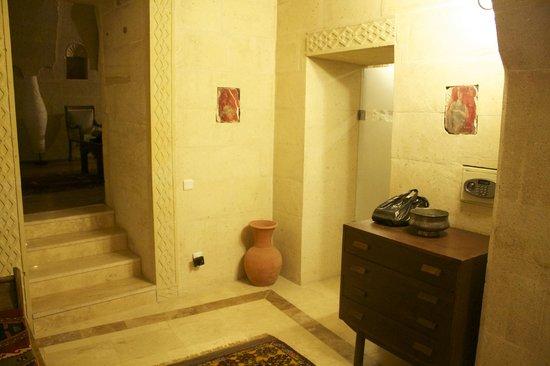 Taskonaklar: Entrance to room 119