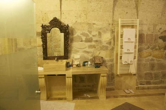 Taskonaklar: Entrance to bathroom