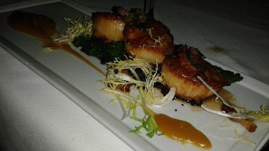 Whisper Restaurant & Lounge : Scallops--the best!