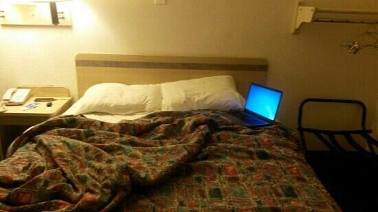 Motel 6 Birmingham- Bessemer : bed