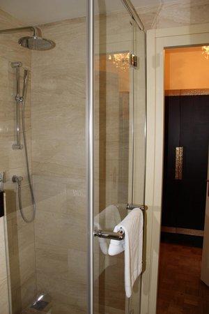 Mandarin Oriental, Prague: Banheiro