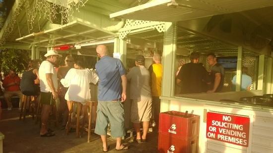 Surfside Restaurant & Beach Bar: busy