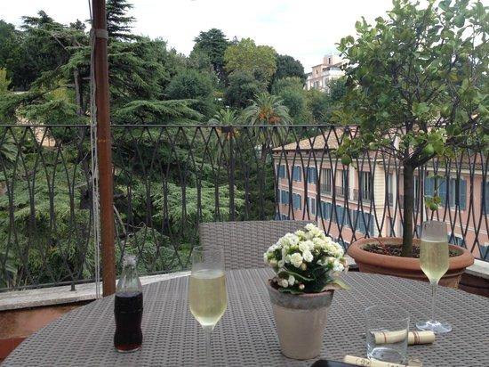 Hotel De Russie: Enjoying the view