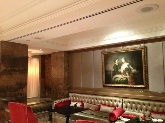 The Michelangelo Hotel: Lounge, waiting area
