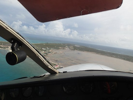 Tradewind Guest Suites on Salt Cay : Flying into Salt Cay