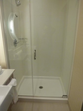 SpringHill Suites Philadelphia Langhorne: Nice sized shower