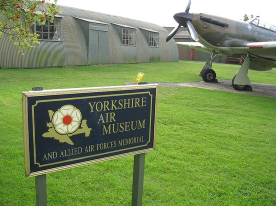 Yorkshire Air Museum: Entrance