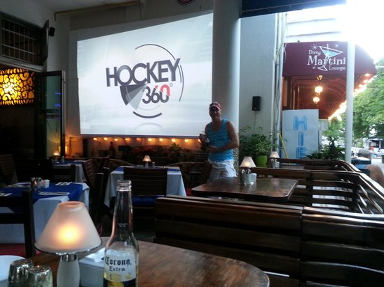 Los Tabernacos Sports Bar and Lounge: écran géant sur la terrasse