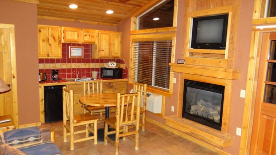 Red Cliffs Lodge : Kitchen/ Living Room
