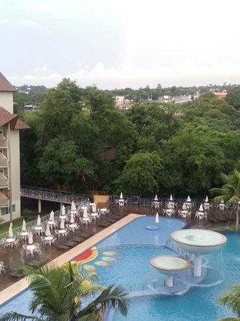 Recanto Cataratas Thermas Resort & Convention: Piscina.