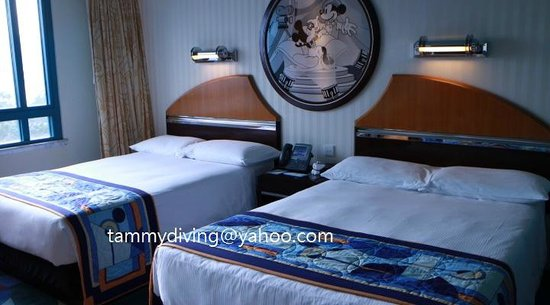Disney's Hollywood Hotel: two king size bed