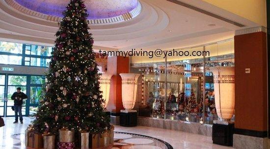 Disney's Hollywood Hotel: lobby, Christmas 2013