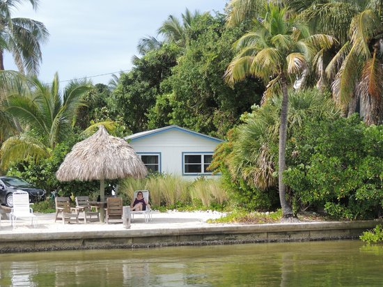 Jensen's Twin Palm Cottages and Marina: View of Cottage #8 from the Marina dock