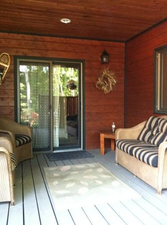 Good Medicine Lodge : Covered patio leading to suite