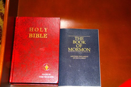 Chicago Marriott at Medical District/UIC : Had bible and book of mormon