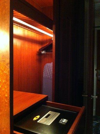 Hotel Muse Bangkok Langsuan - MGallery Collection: Safe in the wardrobe