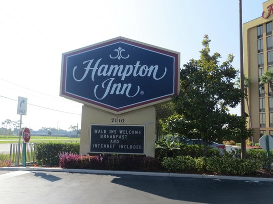 Hampton Inn Orlando Near Universal Blv / International Dr: entrada do hotel