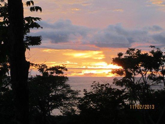 Falls Resort at Manuel Antonio : just a peak of the ocean from the room