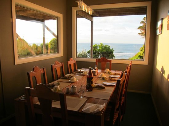 Breakers Boutique Accommodation: eating our breakfast here