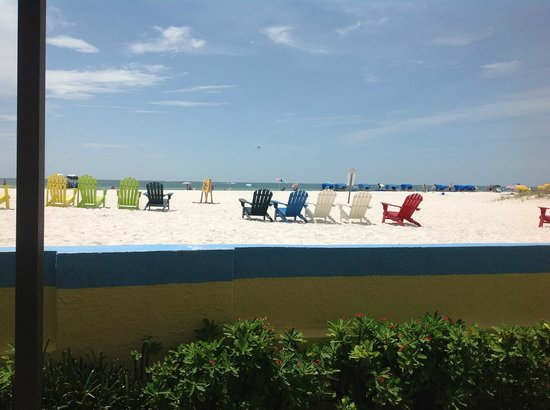 Plaza Beach Hotel - Beachfront Resort: Great chairs to watch the sunset