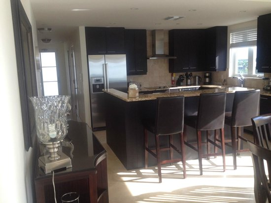 The Venetian on Grace Bay : Beautiful Kitchen 401