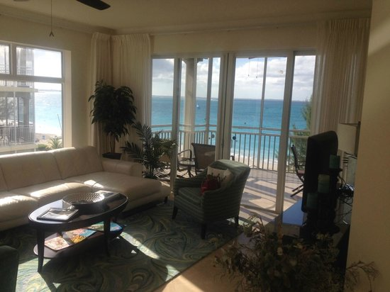The Venetian on Grace Bay : Living Room 401. See the Tuiscany?