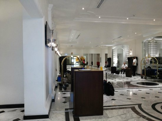 The Kingsbury Colombo: Lobby