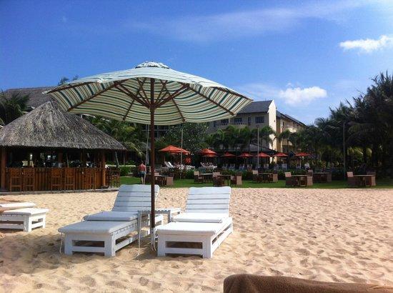 Eden Resort : Beach