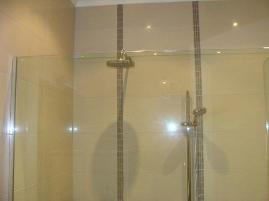 Anchor Lodge Coromandel: Double shower