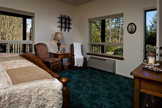 Lobenhaus Bed & Breakfast & Vineyard: BIRCH  room - King