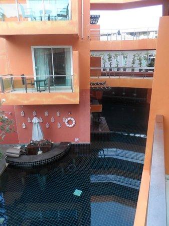 The Small, Krabi: Bar in pool