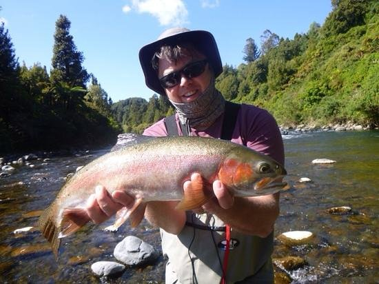 TroutBeck Fishing Lodge: nice fat rainbow on guide trip