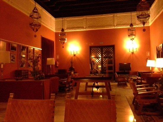 Parador de Carmona: Salón sólo para huéspedes, muy tranquilo y agradable.