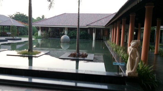Madhubhan Resort & Spa : Pool with fish