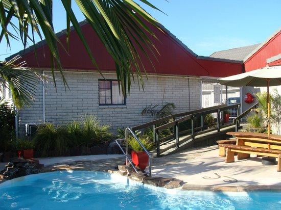 Sport of Kings Motel: Pool 4