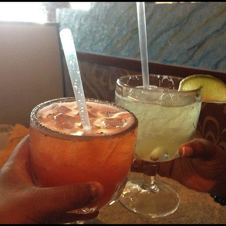 La Bamba Mexican and Spanish Restaurant: Strawberry & Classic Margaritas!!!