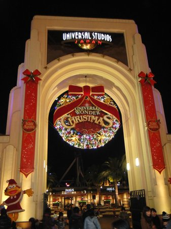 The grand entrance...in Christmas lights - Picture of Universal ...