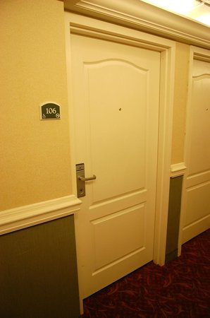 Clarion Inn & Suites : My door