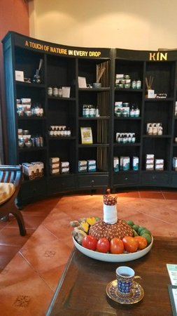 Oasis Spa Lanna : display case in lobby with tea for rest