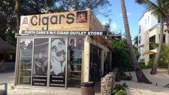 Secrets Royal Beach Punta Cana : Cigar Shop. Sehr gute Zigarren die man vorher probieren kann. 10 Minuten vom Secrets entfernt am