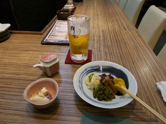 Mercure Hotel Narita: Tavola calda davanti all'hotel