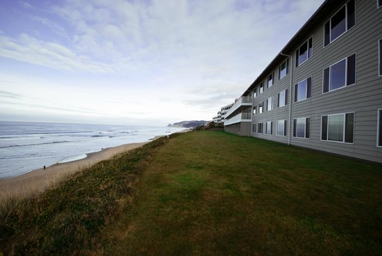The Coho Oceanfront Lodge: Building