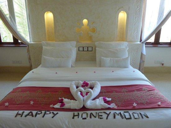 Swahili Beach Resort: bed