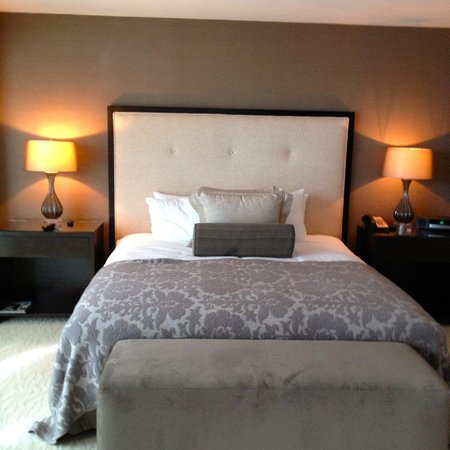 Hilton Anaheim : Presidential suite bedroom