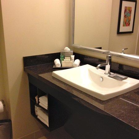 Hilton Anaheim : bathroom