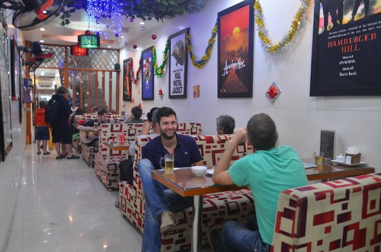 Hanoi Rendezvous Hotel: Free beer and spring roll