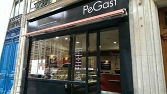 Pegast : L'entrée