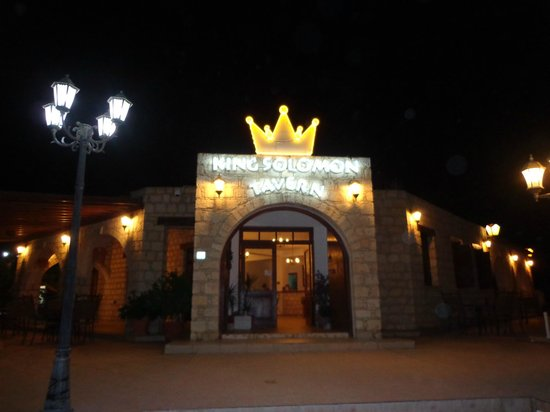 King Soloman Tavern: king soloman at night