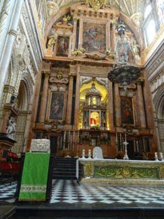 Mezquita Cathedral de Cordoba: Altar