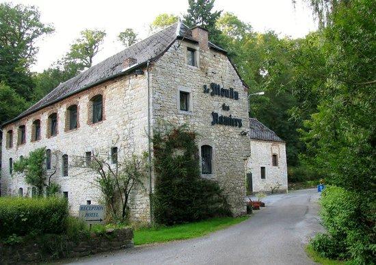 Le Moulin des Ramiers: Вид на отель при въезде